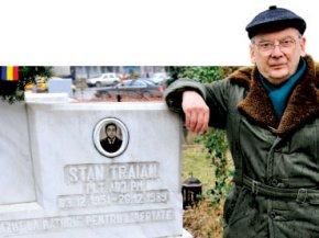 Petre Geamănă în cimitirul eroilor revoluţiei, la mormîntul celui care l-a împuşcat