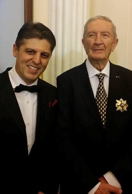Cotroceni, 1 decembrie 2014. Deputatul Partidului Mişcarea Populară Edmond Tălmăcean alături de Victor Stănculescu. Sursă foto facebook