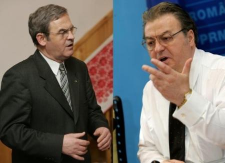 """Laszlo Tokes și Vadim Tudor, doi colegi ai ordinului național """"Steaua României"""" care înfruntă în instanță Președinția României pentru a păstra decorația"""